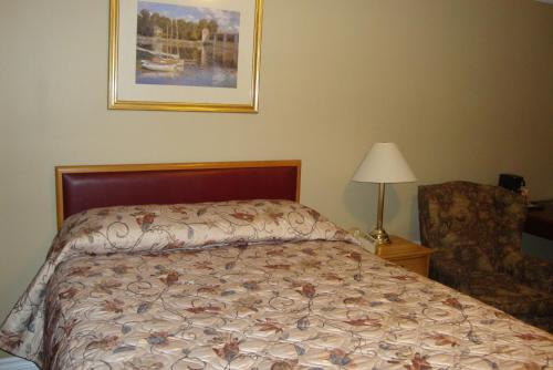 Royal Napanee Inn - Napanee, ON K7R 3L1