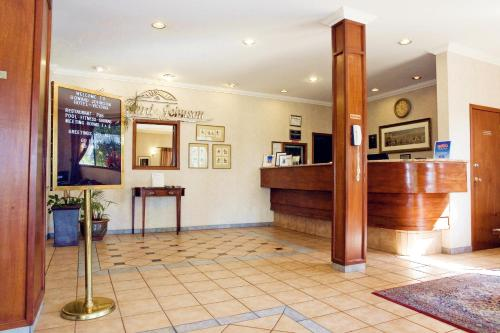 Howard Johnson Hotel - Victoria Photo