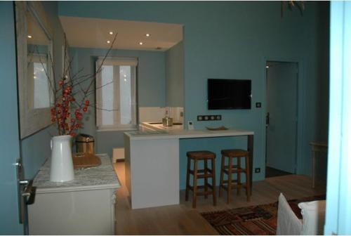 quimper appart location saisonni re 3 rue de la mairie 29000 quimper adresse horaire. Black Bedroom Furniture Sets. Home Design Ideas
