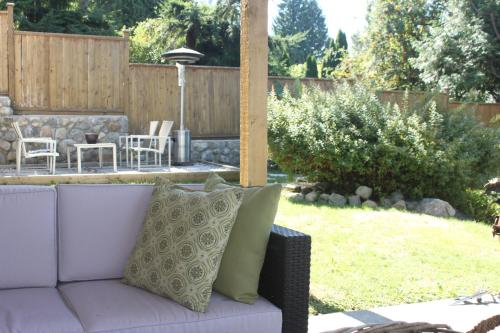 Bright And Airy Garden Suite- North Vancouver - North Vancouver, BC V7R 2G2