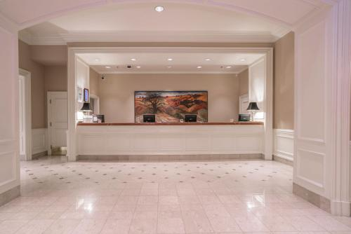 La Grande Residence At The Sutton Place Hotel - Vancouver, BC V6Z 2K7