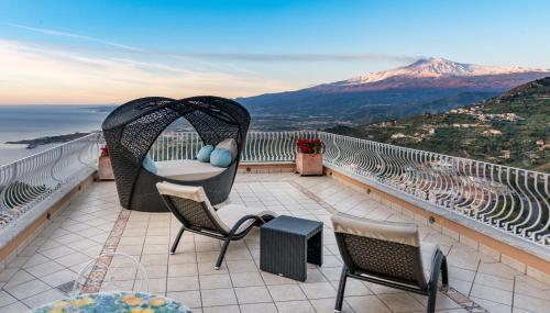 Salotto 123 Taormina.Villa Le Terrazze Charming Rooms Bed Breakfast Taormina