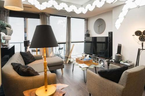 Designer 1 Bedroom Condo Downtown - Toronto, ON M5H 0B1