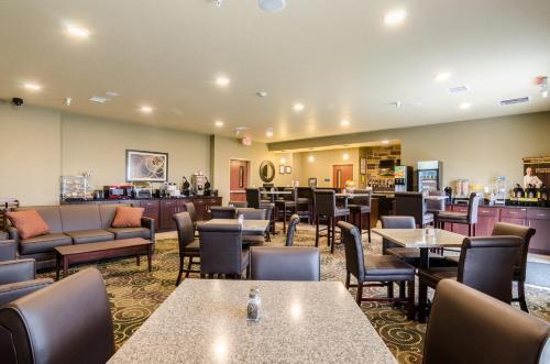 Cobblestone Hotel & Suites - McCook Photo