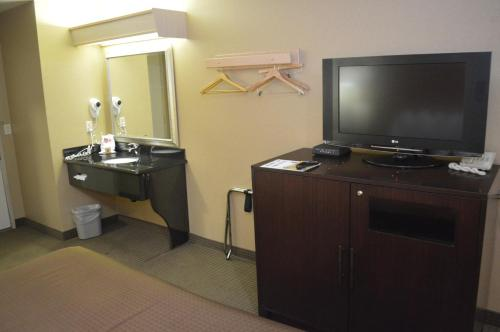 Briarwood Suites Photo