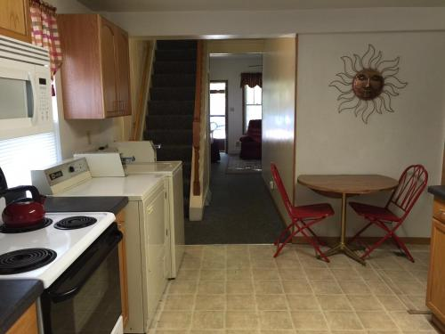Cozy House Near Downtown - Winona, MN 55987