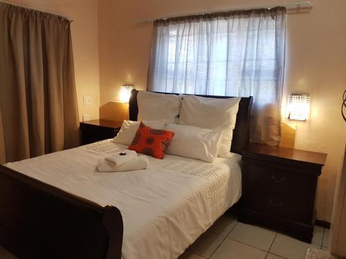 Stone Crescent Hotel Photo