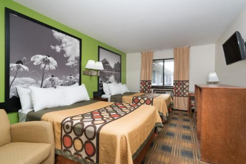 Super 8 By Wyndham Rochester Mayo Clinic Area - Rochester, MN 55904