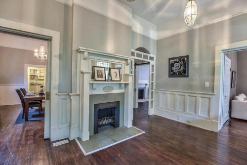 Classic/modern Downtown Home - Valdosta, GA 31601
