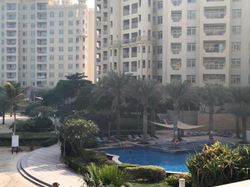 R&h-palm Jumeirah-beach Living