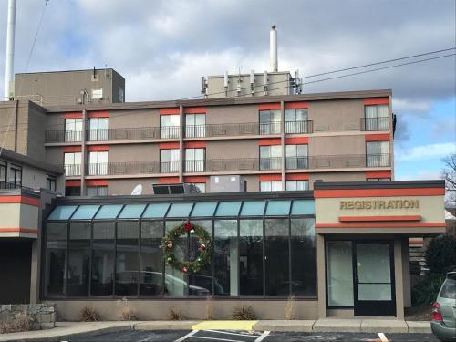 Howard Johnson Hotel By Wyndham Milford/new Haven - Milford, CT 06460