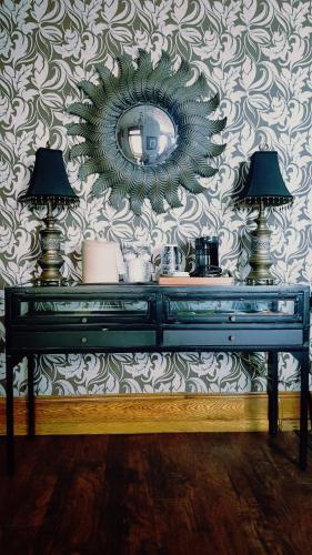 Altland House Inn & Suites - Abbottstown, PA 17301