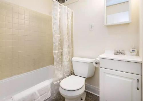 Whole Spacious Private Home - Bridgeport, CT 06608