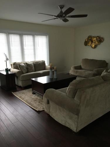 Royal Retreat For Corporate And Family Stay - Saint Albans, WV 25177