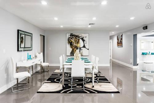 Villa Frozen Heat - Hollywood, FL 33022