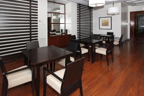 Platinum Suites - Mississauga, ON L5B 4P9
