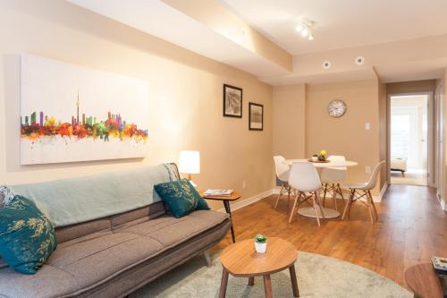 Townhouse With A 91 Walk Score - Toronto, ON M6K 3N9