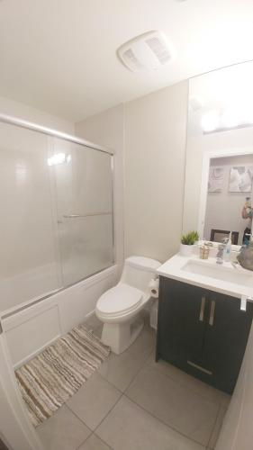 Burnaby Deluxe Home - Burnaby, BC V5J 2W3
