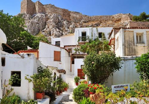 Veikou 3, Athens 117 42, Greece.