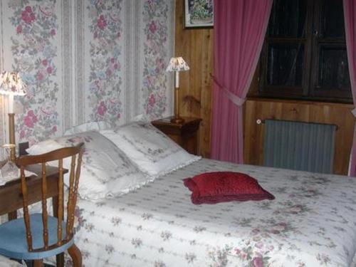 chambres dh tes la jacquerolle la chaise dieu. Black Bedroom Furniture Sets. Home Design Ideas