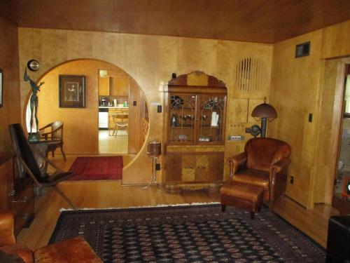 Heister House Photo