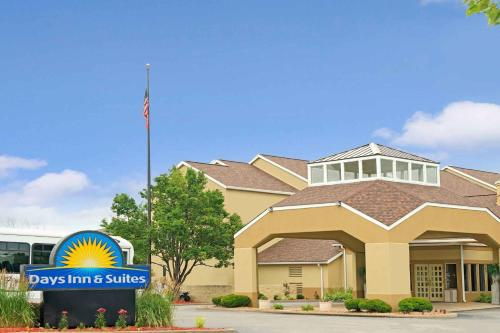 Days Inn & Suites St. Louis/Westport