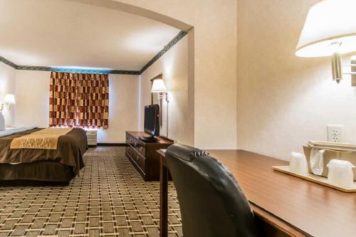 Quality Inn & Suites Evansville - Haubstadt, IN 47711