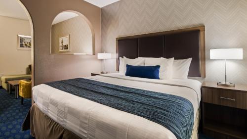 Best Western PLUS Tulsa Inn & Suites Photo