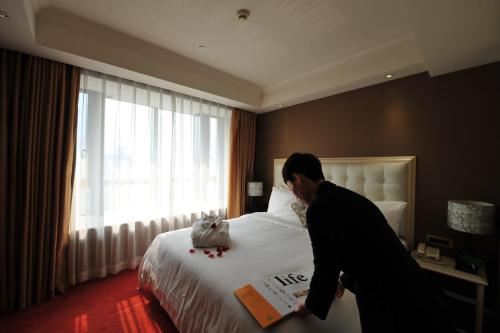 Wealthy All Suite Hotel Suzhou photo 19
