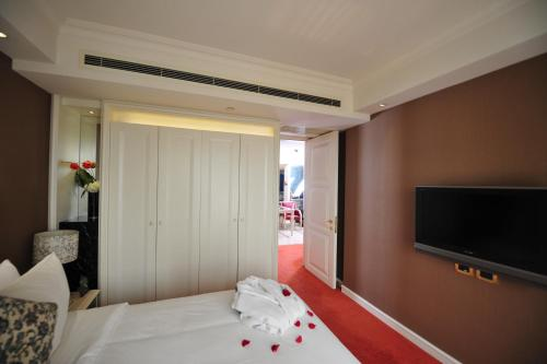 Wealthy All Suite Hotel Suzhou photo 26