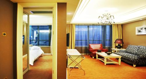 Wealthy All Suite Hotel Suzhou photo 32