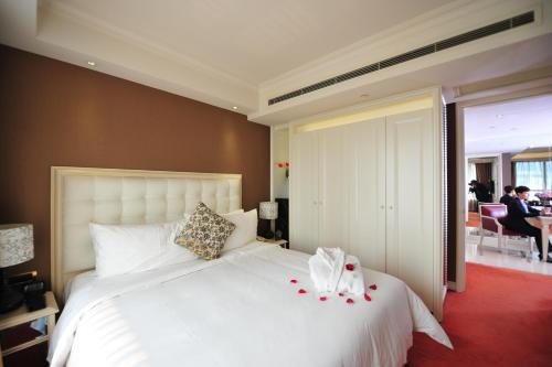 Wealthy All Suite Hotel Suzhou photo 34