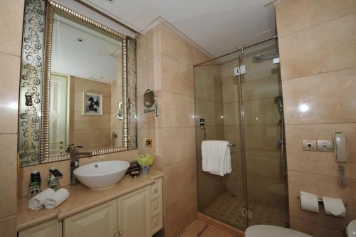 Wealthy All Suite Hotel Suzhou photo 36