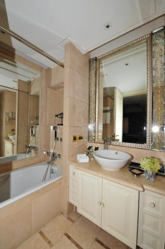 Wealthy All Suite Hotel Suzhou photo 39