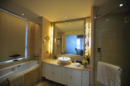 Wealthy All Suite Hotel Suzhou photo 41