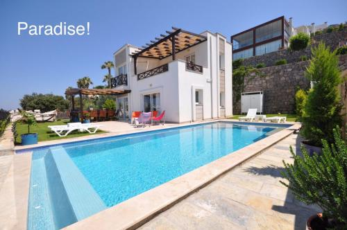 Bodrum City Luxury Villa with Amazing Sea View and Private Pool in Bodrum, Turkey odalar