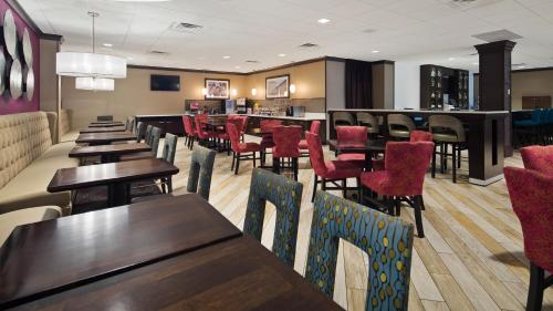 Best Western Plus Kingston Hotel and Conference Center Photo