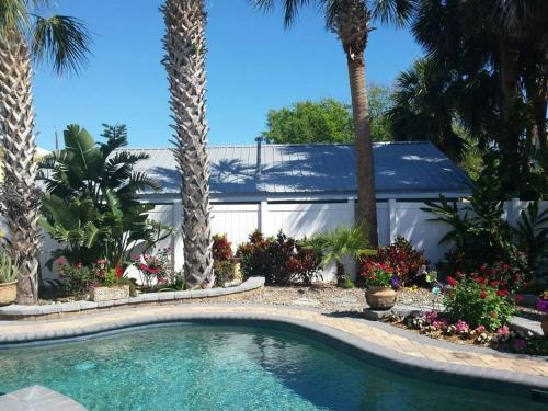 Pool House Walk To Beach And Flagler Ave