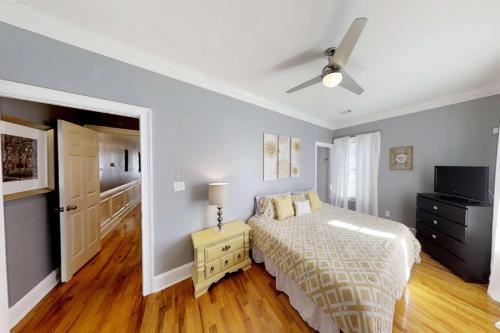 551 E. Harris Street - Savannah, GA 31401