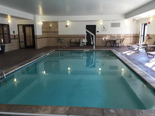 Comfort Suites Uniontown Photo