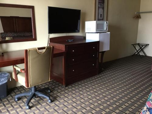 Budget Inn Motel - Storm Lake, IA 50588