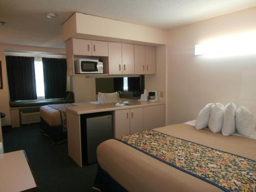 Americas Best Value Inn And Suites-mcdonough - McDonough, GA 30253
