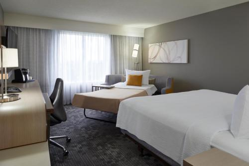 Courtyard by Marriott Toronto Airport photo 25