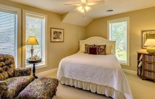 Village House Inn. - Winona, MN 55987