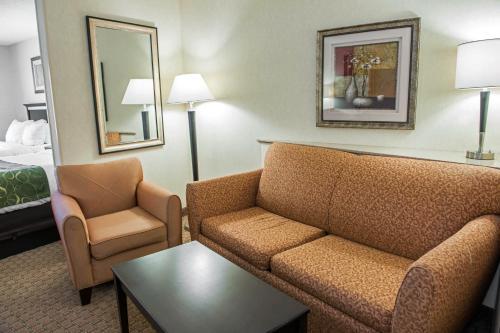 Comfort Suites Southport Photo