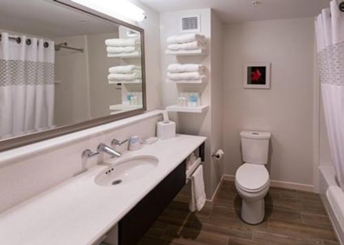 Hampton Inn & Suites by Hilton Fredericton Photo