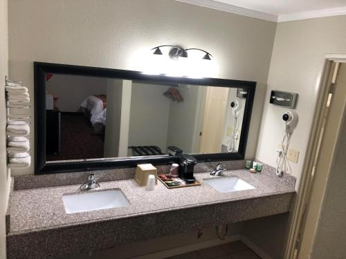 Copa Motel - Kingman, KS 67068