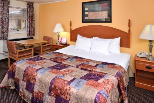 Red Carpet Inn Ronks Photo