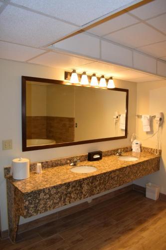 Best Western Wichita North Hotel & Suites Photo