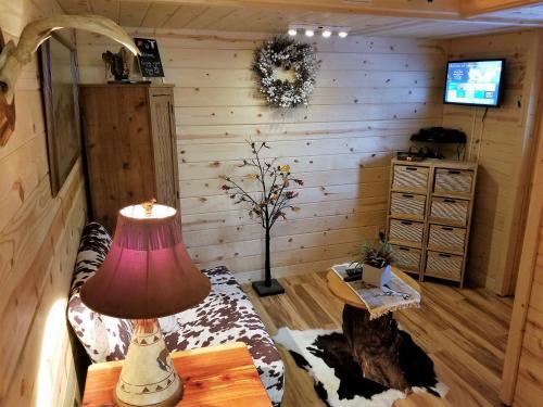 tiny House Bed N' Breakfast - Alpharetta, GA 30004